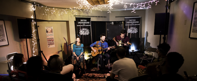 Dizraeli performing a Private Showcase at the 2018 Folk Alliance International Conference in Kansas City, MO | Photo by Todd Zimmer